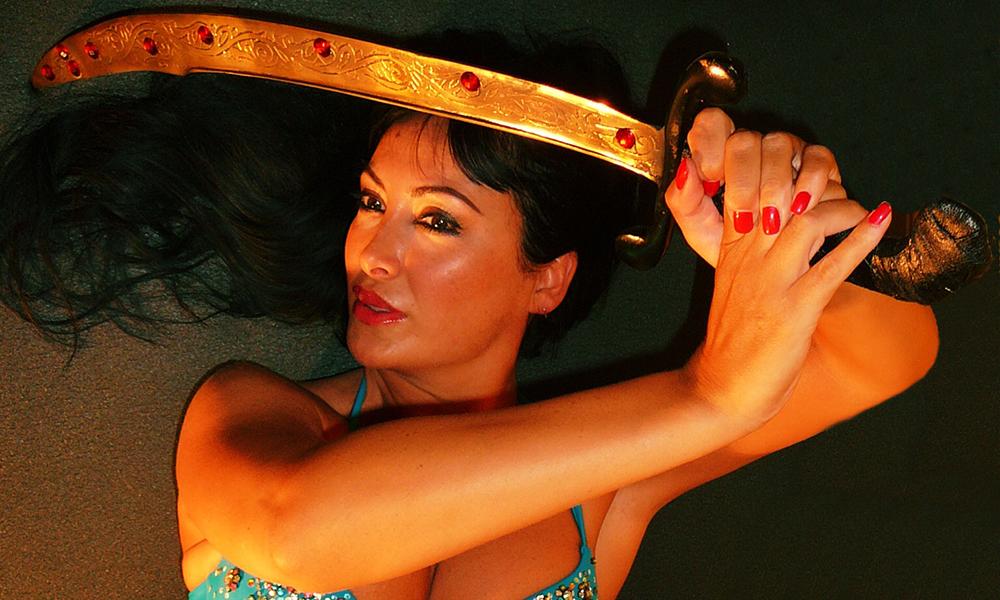 Imagén de Leire Hathor con un sable  en baile