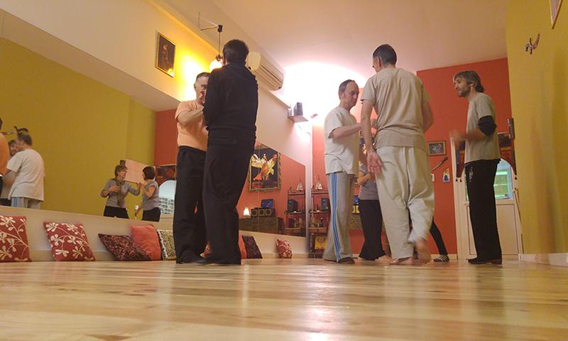 almnos de chi kung con el profesor Juanjo Elola, en la escuela Leire hathor