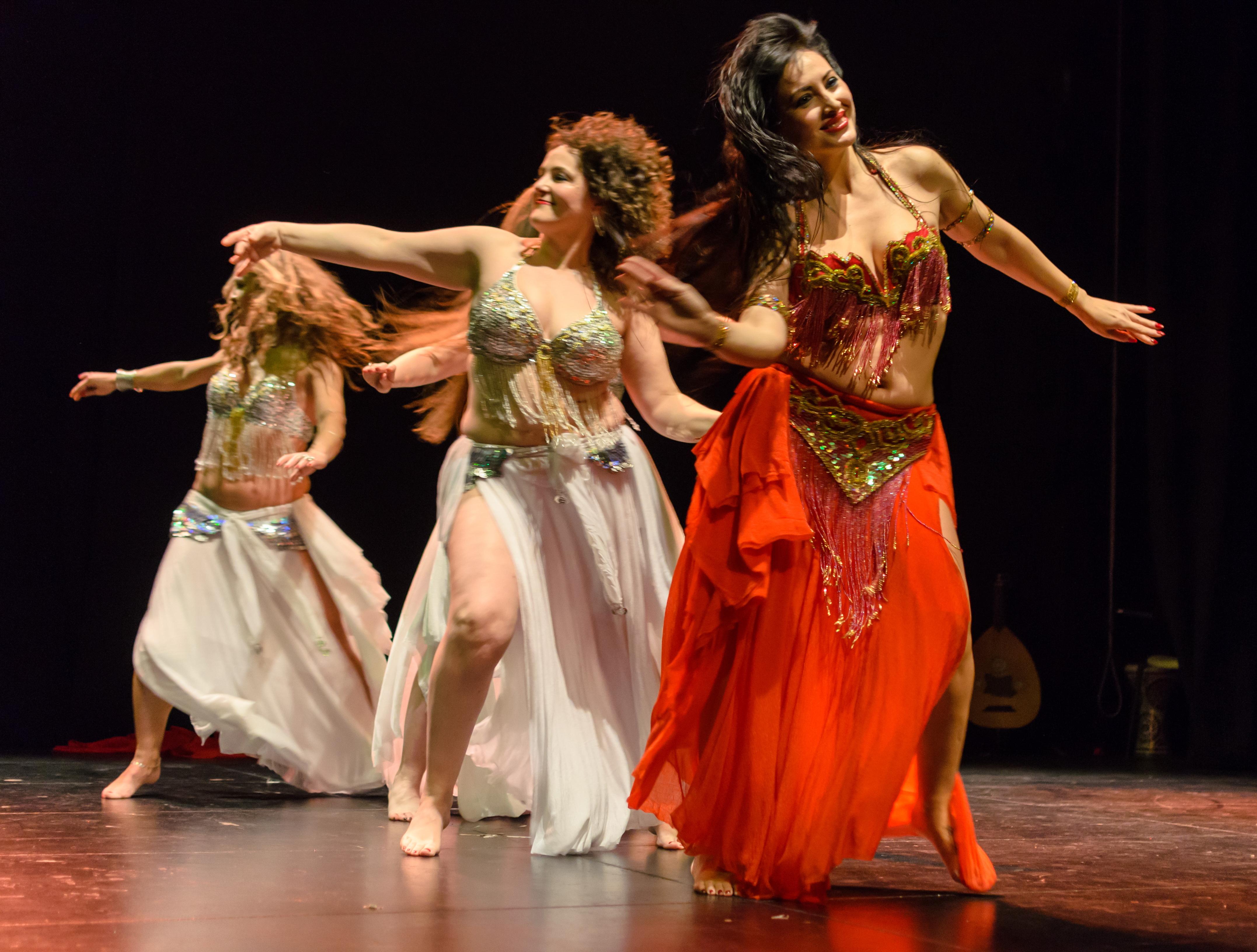 Festival internacionl de danza oriental. Leire Hathor y alumnas b