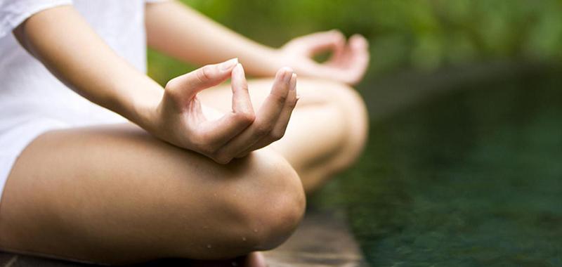 Meditación ommm en yoga
