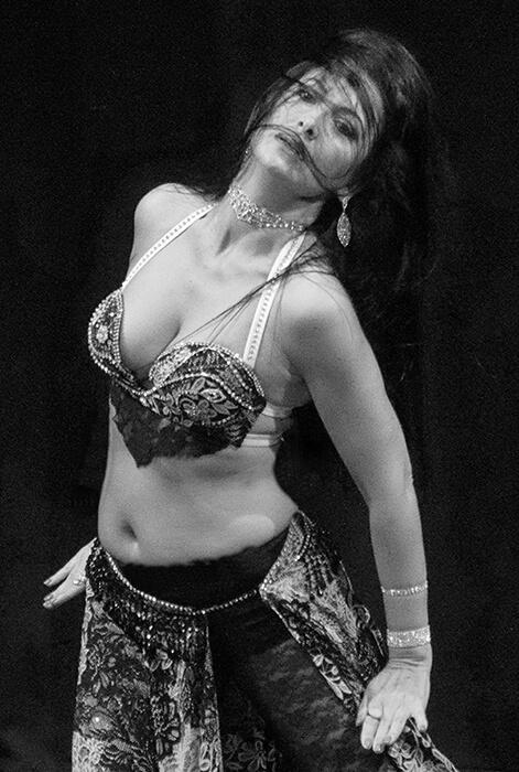 Leire Hathor profesora de danza del vientre y sensual dance